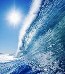 Морская волна голубого цвета
