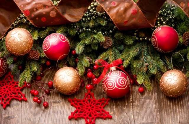 новогодние шары и декор
